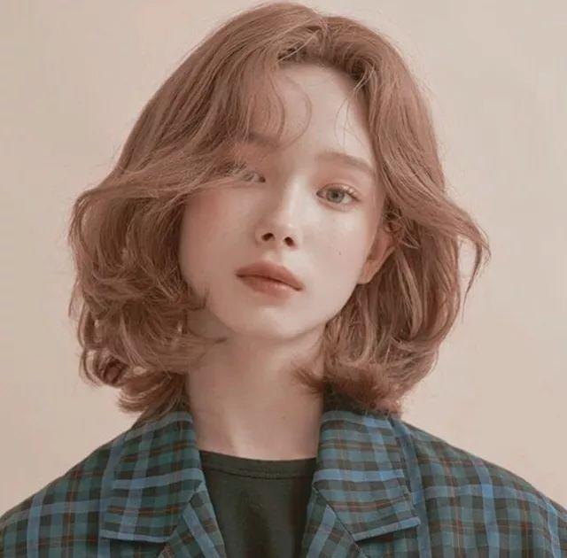 > 正文   (2)空气感bob头 与发量多妹子不同,比起黑长直,发量少的仙图片
