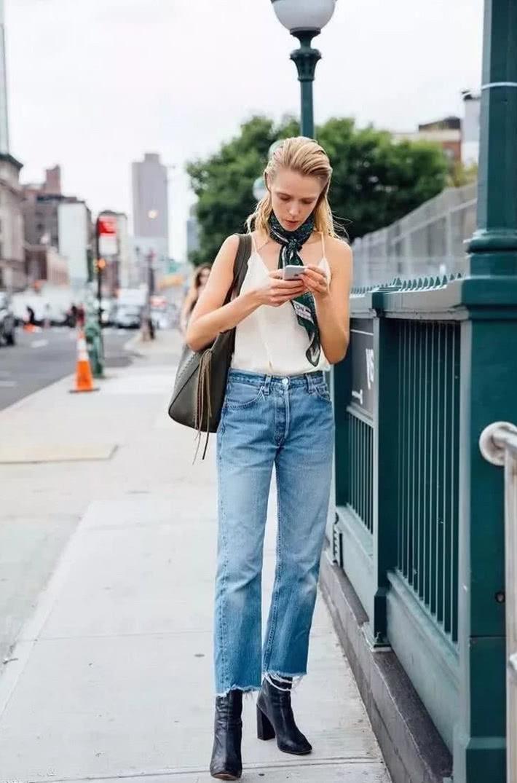 背心+牛仔裤的简约搭配教你轻松打造潮流范儿