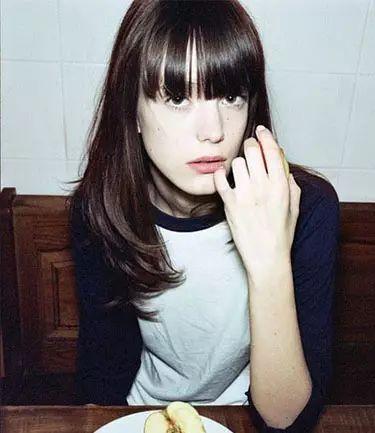 齐刘海发型设计六:空气感齐刘海,梨花头长发内扣,显示小脸,很有小清新图片