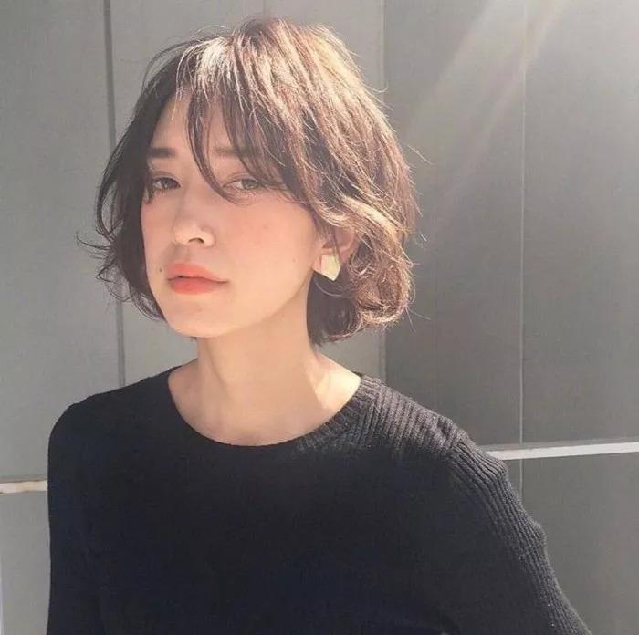 感觉瞬间回到了18岁 其实高圆圆留这种 层次感的中长发 是尽显 女神图片