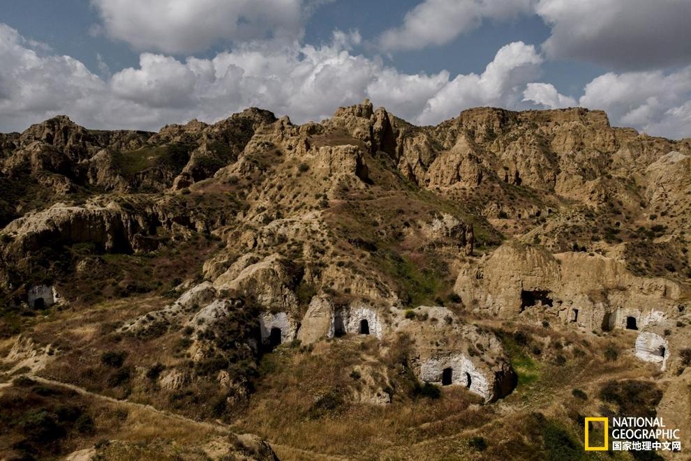 神秘的现代洞穴生活:几千人生活在这古老的西班牙洞穴里