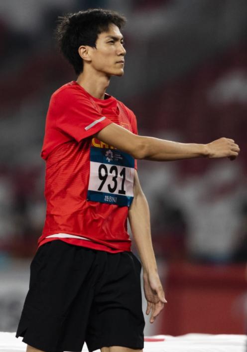比宁泽涛还完美的男神横空出世!1米9冠军+颜值出众清华生