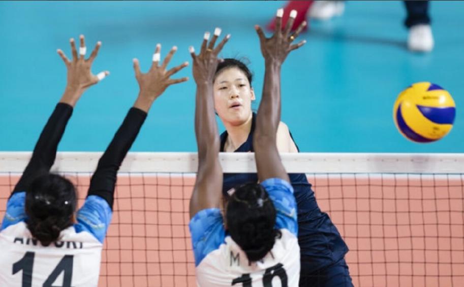 中国女排5连胜出线!1/4决赛迎战菲律宾 郎平敲响警钟