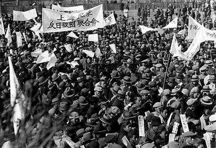 淞沪会战中,上海各界人民是如何进行支援抗战的活动的?