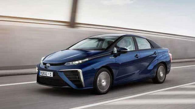 其中,除了2014年发布的mirai全球首款量产氢燃料电池车mirai,以及明年年初上市的氢燃料巴士,丰田在总部也开始使用氢能源的办公大楼.