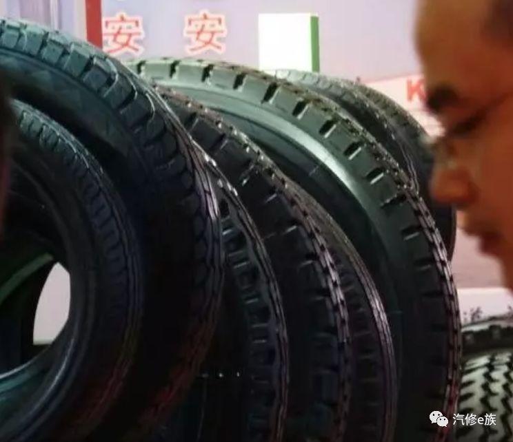 """5分钟""""翻新""""一条旧轮胎,换轮胎时真的要多注"""
