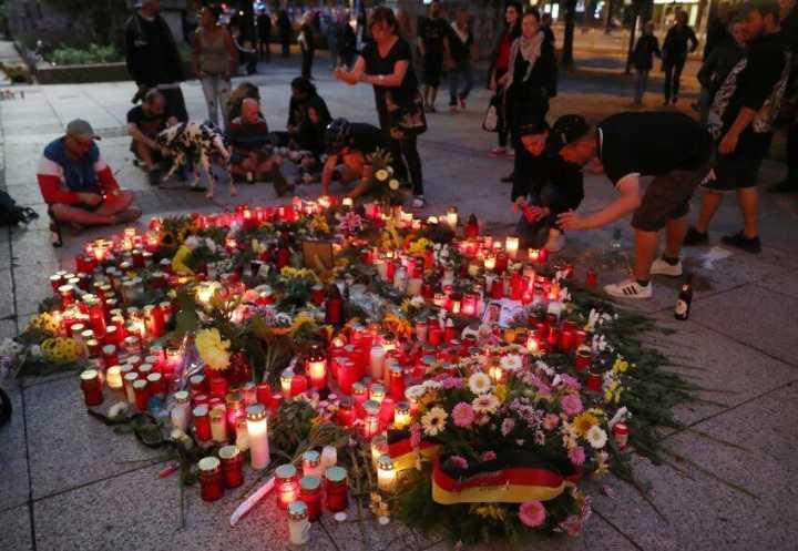 """德国反移民游行爆发大冲突 突现""""希特勒""""经典手势"""