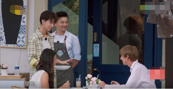 """《中餐厅》王俊凯化身""""推销员"""",小嘴甜到根本停不下来"""