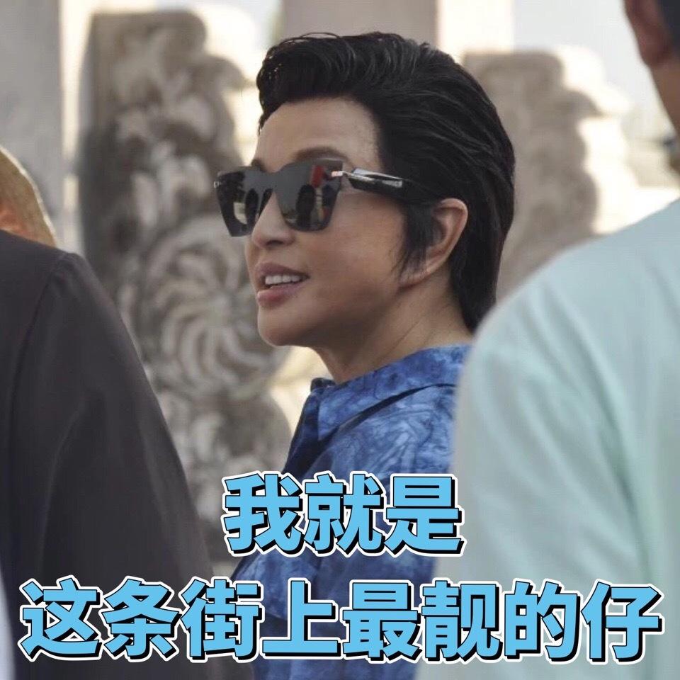 刘晓庆换了个新短发,网友:好帅好酷,就是看起来像男人!