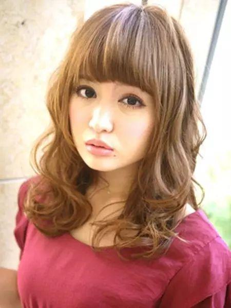 鹅蛋脸女生适合什么发型,增加了发型的灵动感!图片