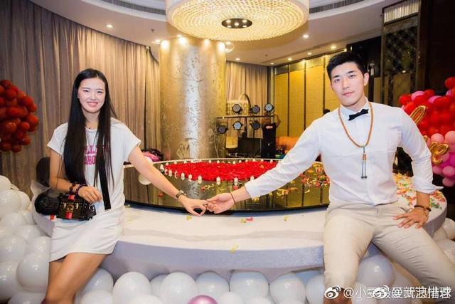甜蜜!吴冠希向张常宁求婚成功后首发声:我们非常幸福,婚期未定