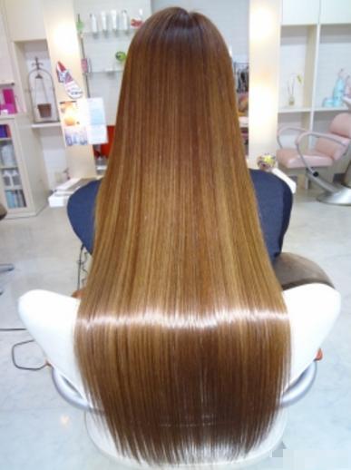 头发做发尾烫后现在发尾都枯死了干干的,是不是要那些
