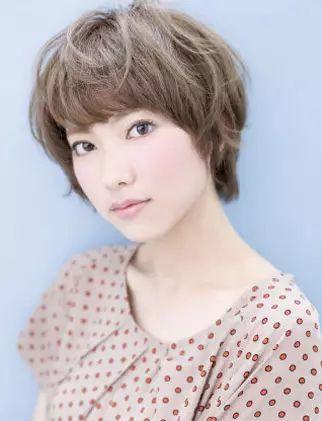 高颧骨菱形脸女生适合的短发发型,让菱形脸女生变得图片