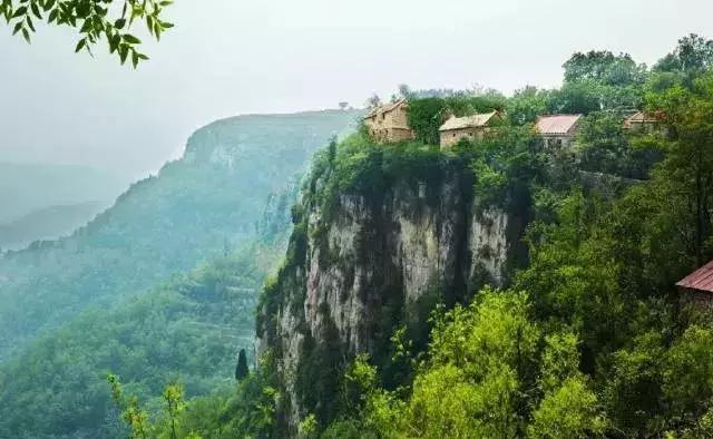 """山东有个500多年的悬崖古村落!霸气十足,更与泰山""""试比高""""!"""