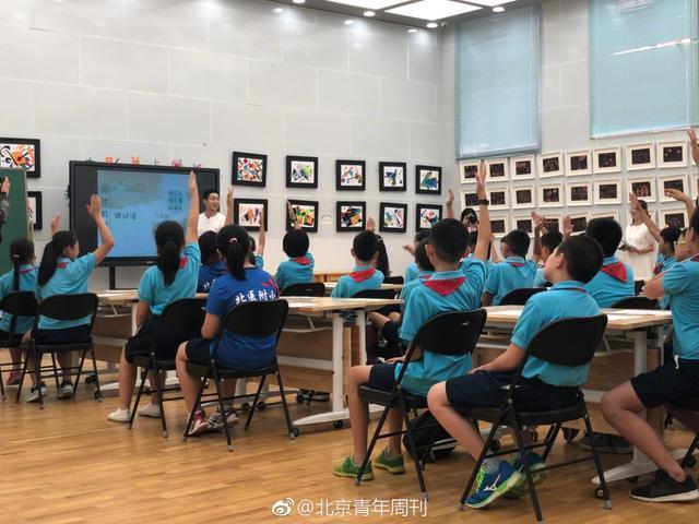 国乒奥运冠军走进小学讲课+教球,有爱互动萌出天际
