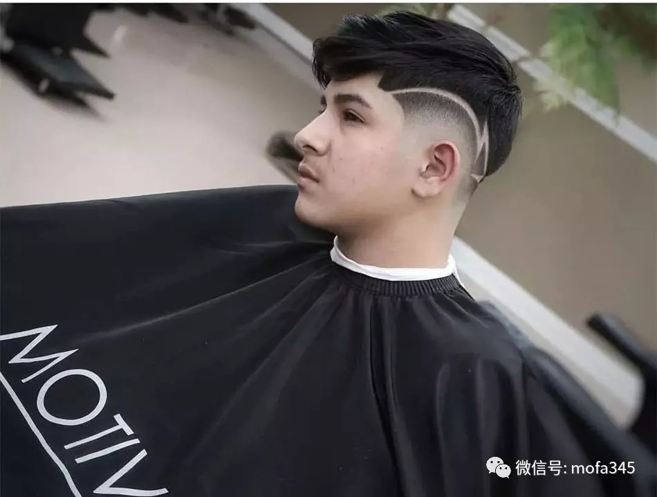 男士渐变雕刻线条,两边铲光发型!图片