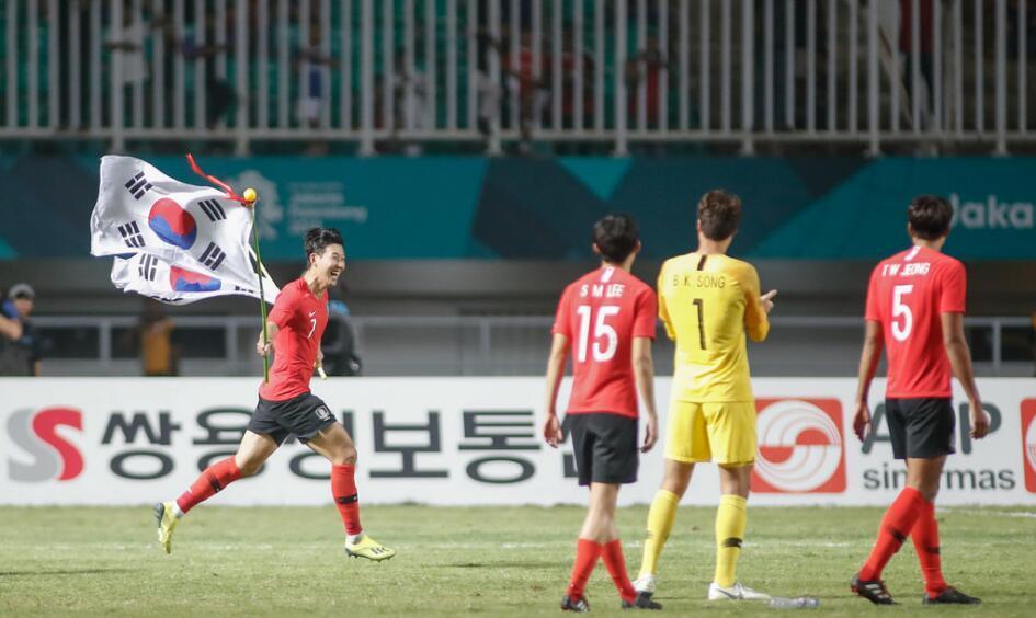 功利!韩国夺冠归国享英雄般待遇 世界杯被淘汰遭扔鸡蛋