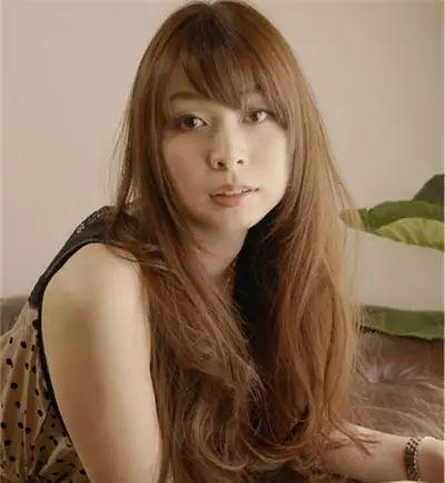 适合圆脸女生的中长发型,很好的甜美公主气质!