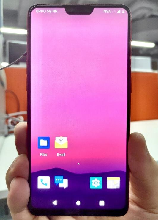 中国三大厂齐晒5G手机!背后站着一巨人