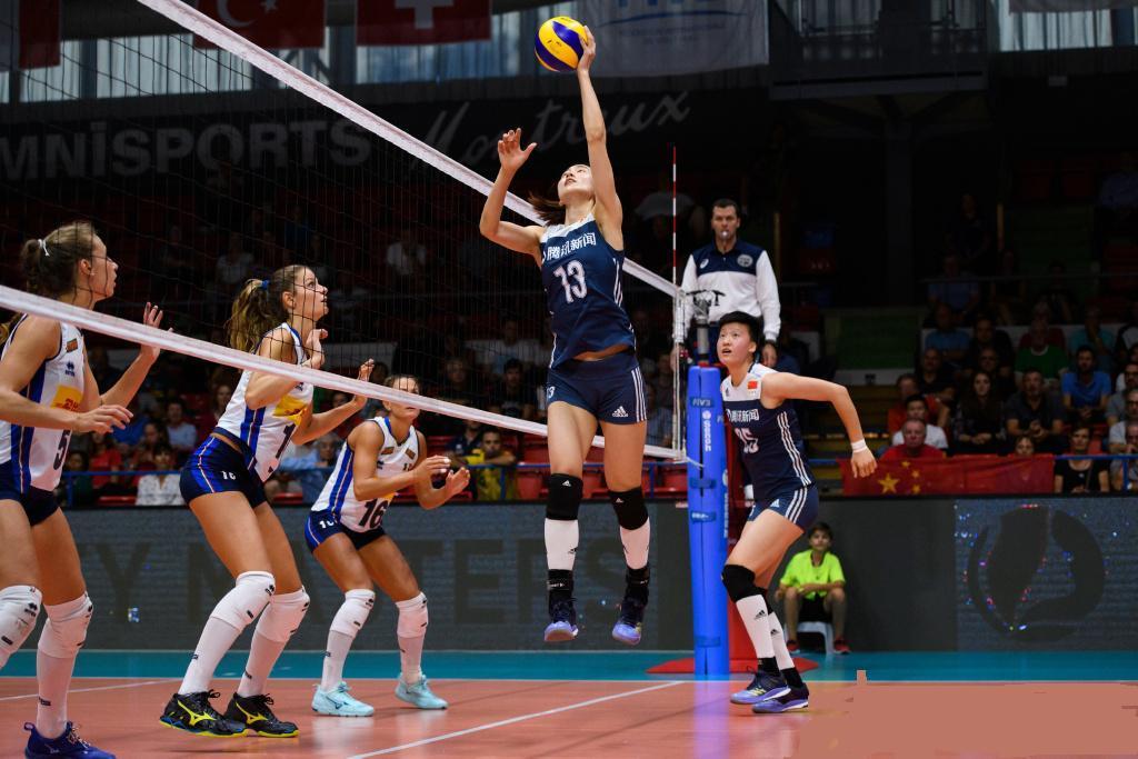 中国女排0比3完败于意大利,裁判奇葩判罚引质疑