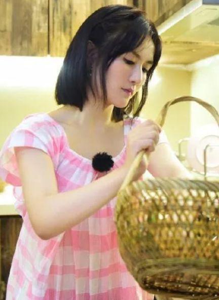 齐耳粉色图片+短发格纹短袖a粉色又减龄,37岁嫩方便面v粉色发型发型中发图片