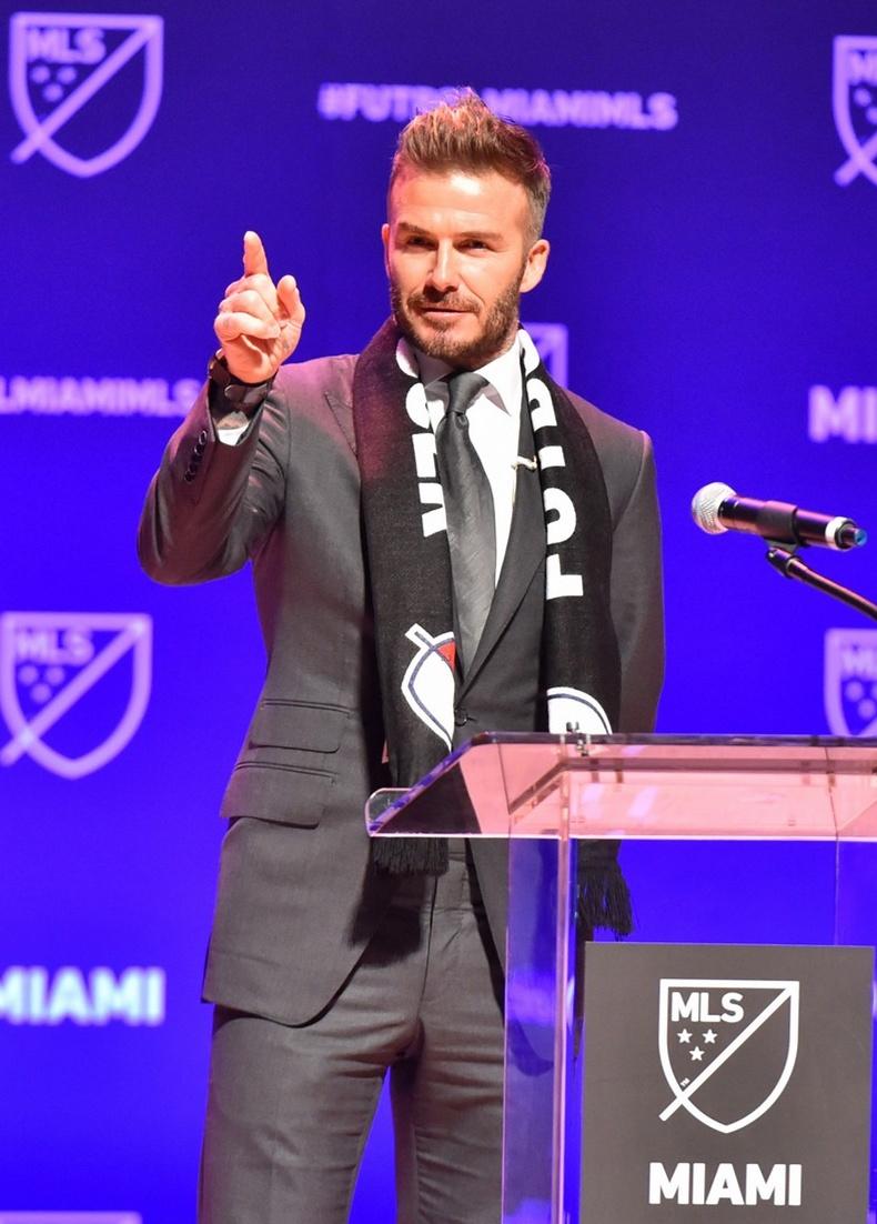 小貝的足球俱樂部終于定名,隊徽超萌,他的慶祝方式更萌