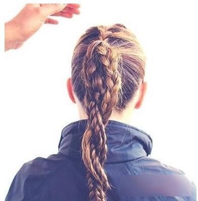 教你编清爽简单辫子发型步骤图解!_凤凰时尚