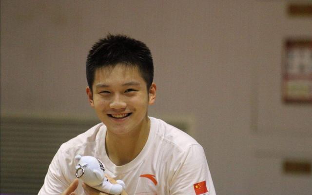 心疼!国乒世界第1亚运夺金 回国就奔赴赛场却突然退赛