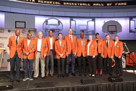 致敬传奇!官方发布2018届篮球名人堂成员合影