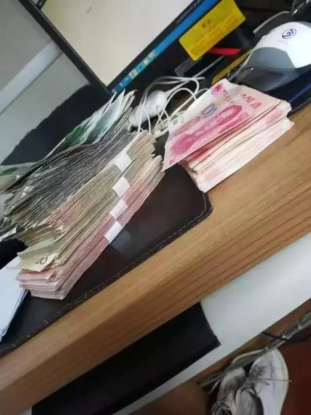 路虎车被砸一袋现金被盗 小偷第二天就自首:钱太多了