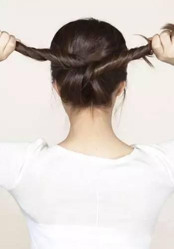 长发变短不用剪,这样扎起来,漂亮的不得了!