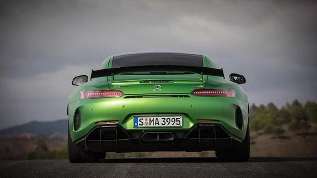 奔驰AMG GTR与日产GTR之间的竞争,谁才能拿下真正GTR的称号?