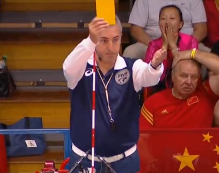 中国女排再遭争议判罚安家杰申诉染黄!咱在邀请赛也被裁判针对?