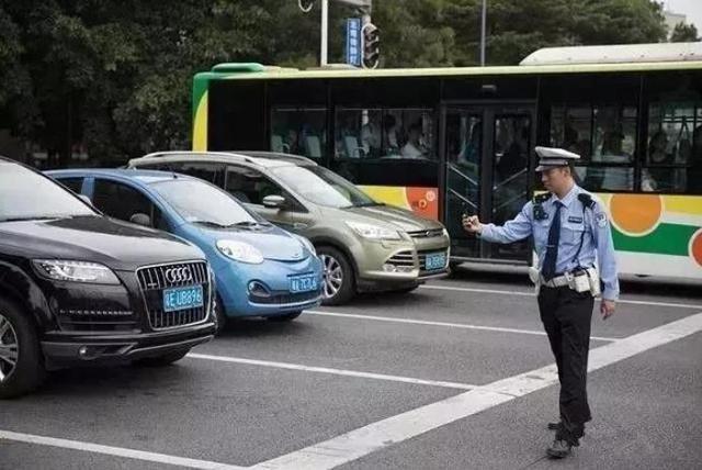 有车一族注意:副驾驶没人坐,被通知扣3分罚200元,是怎么回事?