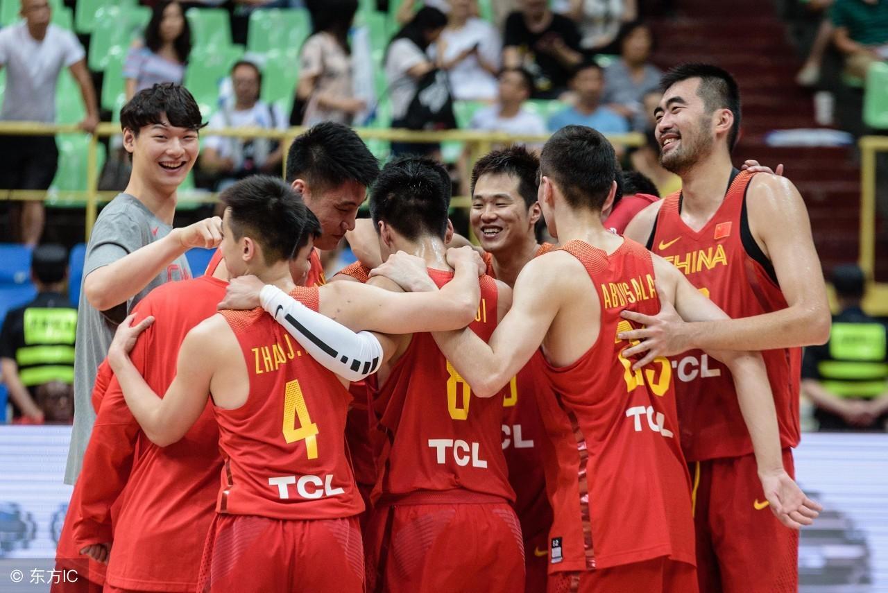 中国男篮后继有人!18岁小将2米16,打法像姚明获赞,破格入选红队
