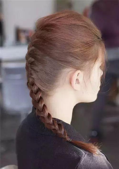 第四款:清新编发 精美的编发就如同手工精湛的编制工 在头发上做出来
