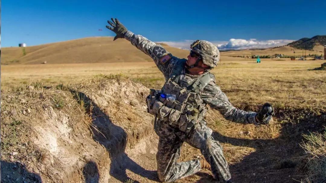 能把敌人投来的手榴弹捡起再扔回去么?