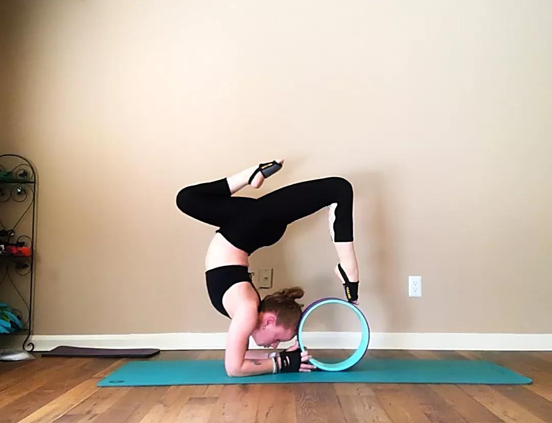 一套瑜伽,能坚持做完,有效改善圆肩驼背,消除腰酸背疼