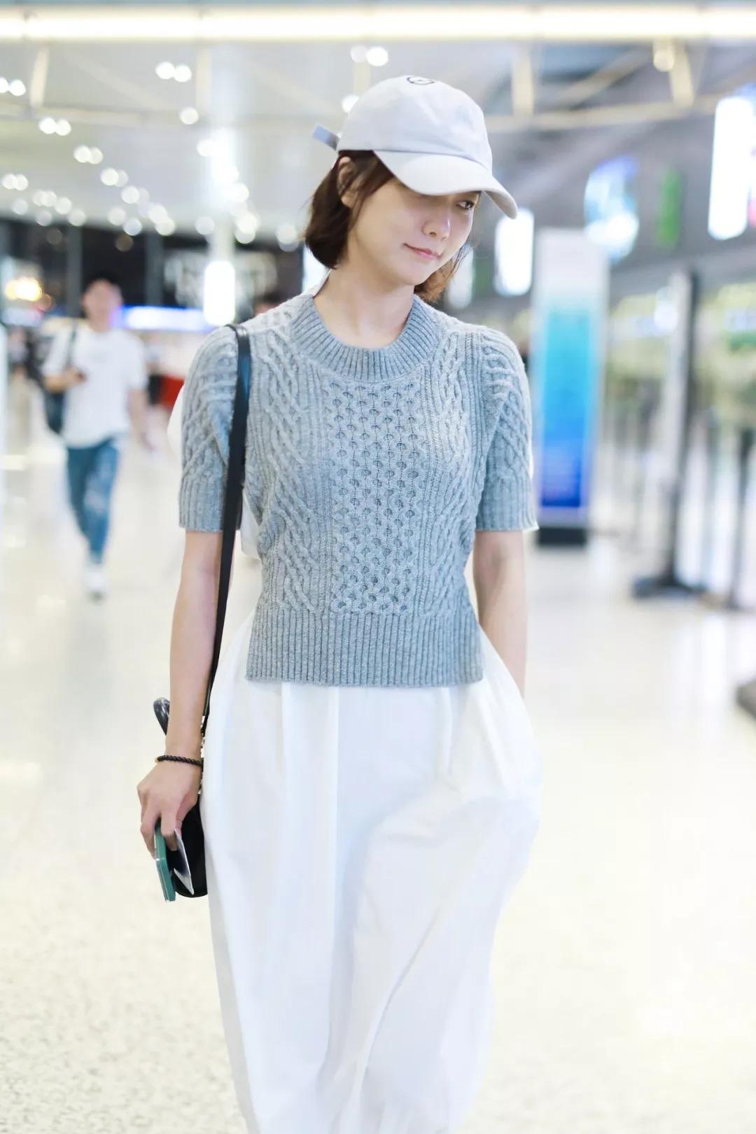 > 正文   针织衫看似平凡,在明星身上却能搭出不单调的时髦穿搭.