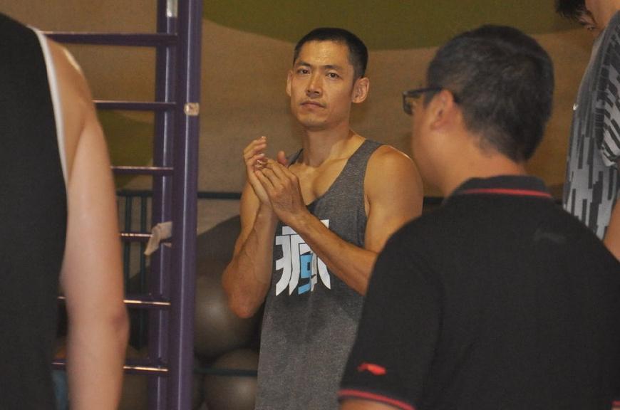 山东男篮外线竞争白热化 争议球员王汝恒占得先机