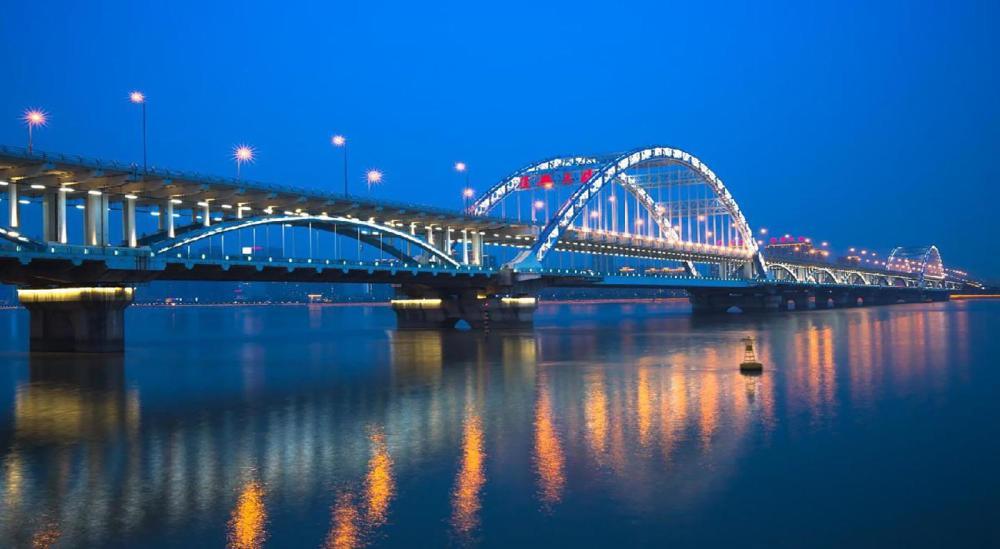 中国5亿元造现代化大桥 仅建成89天被炸毁 却救100万人