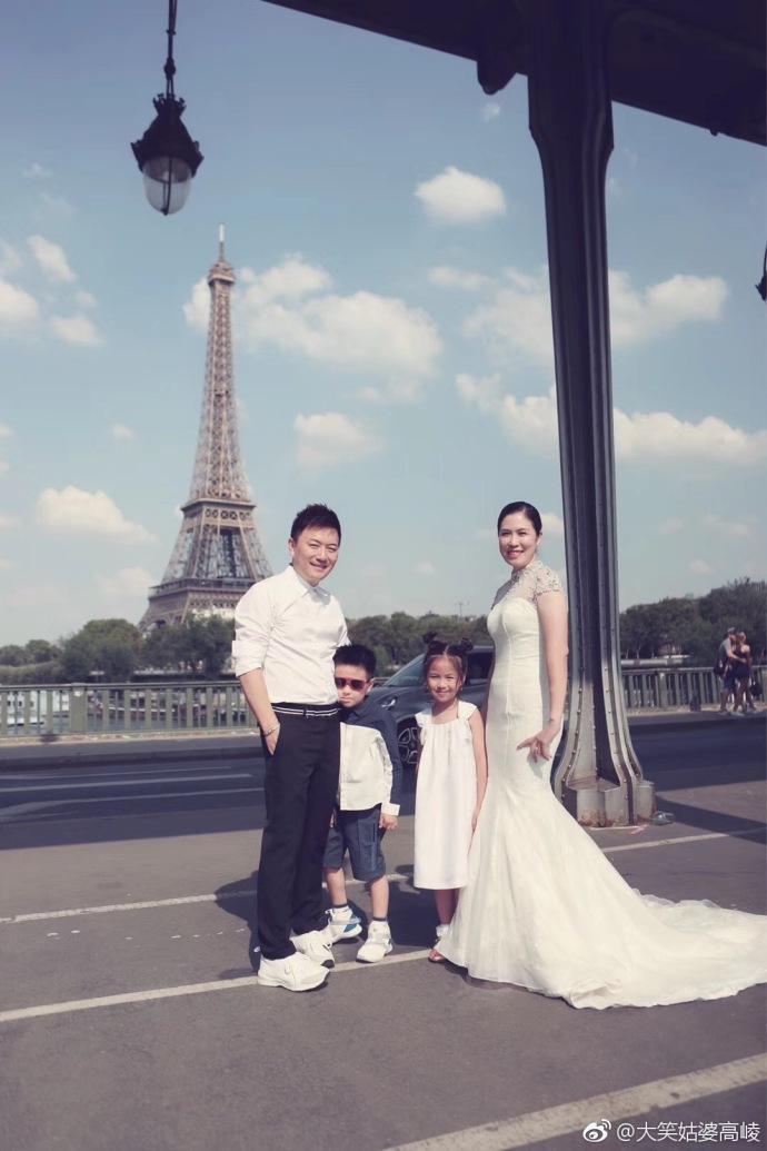 昔日奥运冠军嫁时尚公司老总,结婚十周年晒儿女双全幸福美满