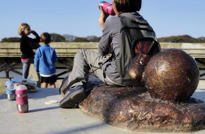 太心寒!梅西被毁雕塑8个月未仍修复 政府解释:钱没到
