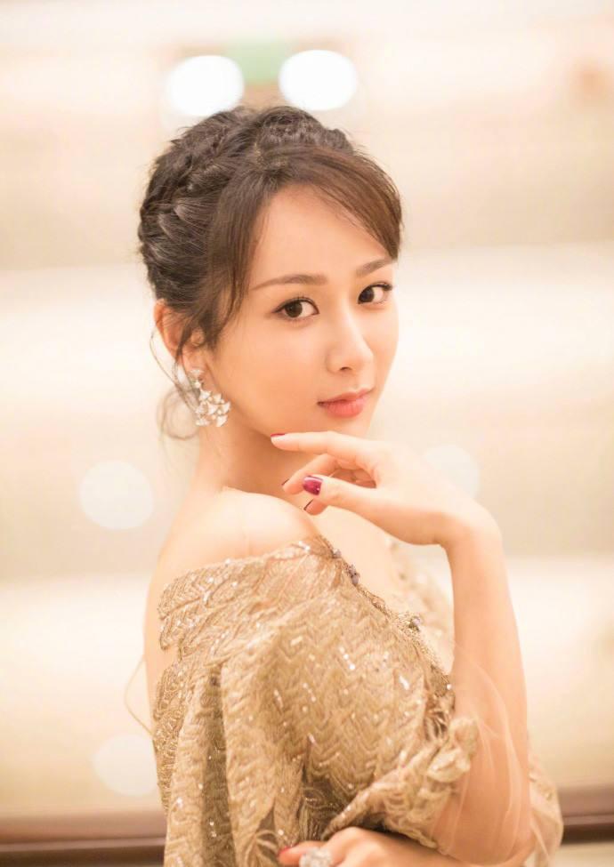 对比才发现,杨紫竟然变白这么多!网友:她这五年经历了什么