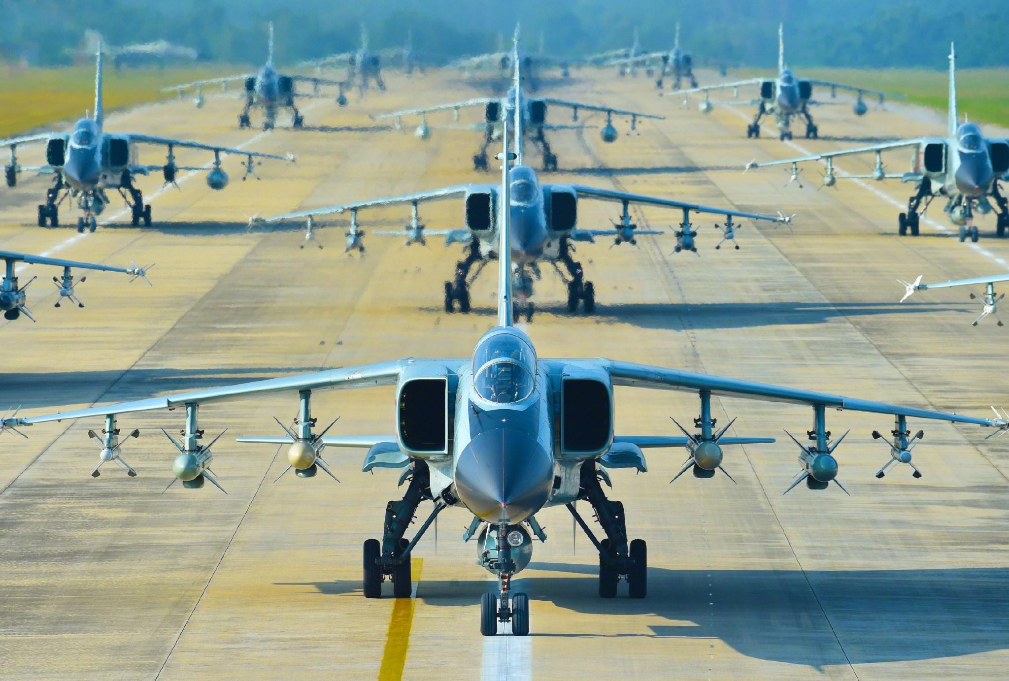 歼轰7A的巅峰时刻:1月内3度杀出国门备战,风头盖过歼16