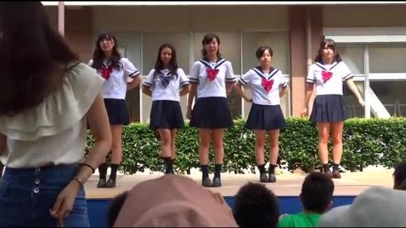 日本高中在校园的舞蹈