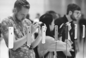 新iPhone继续提价 销量预期现分歧