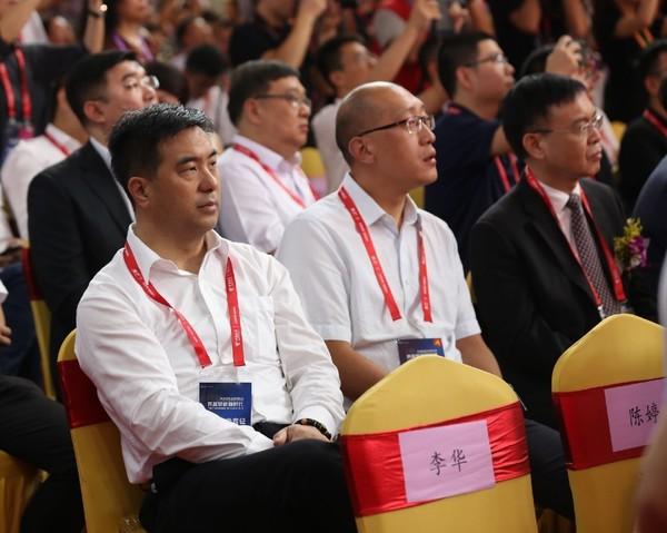 左一:国美通讯董事长宋林林
