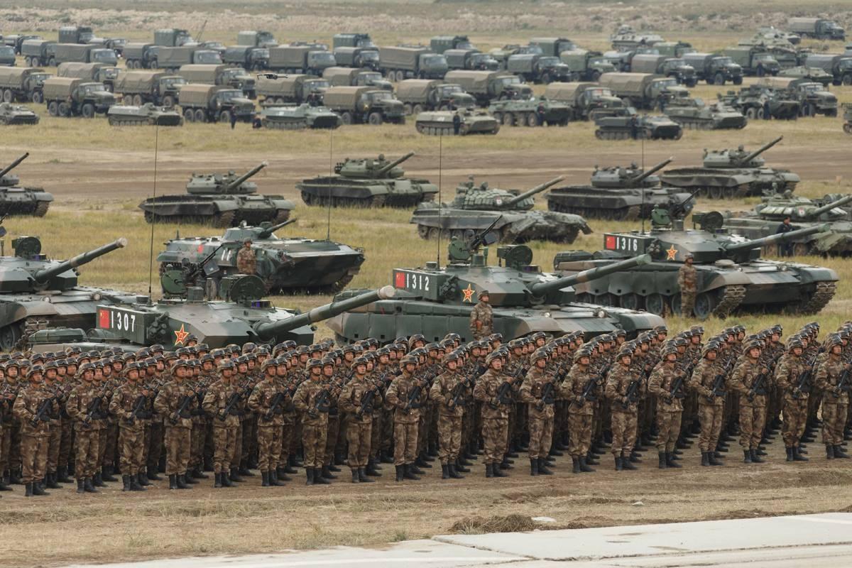 东方2018演习解放军有多猛?自己搭桥自己开坦克绝地反攻