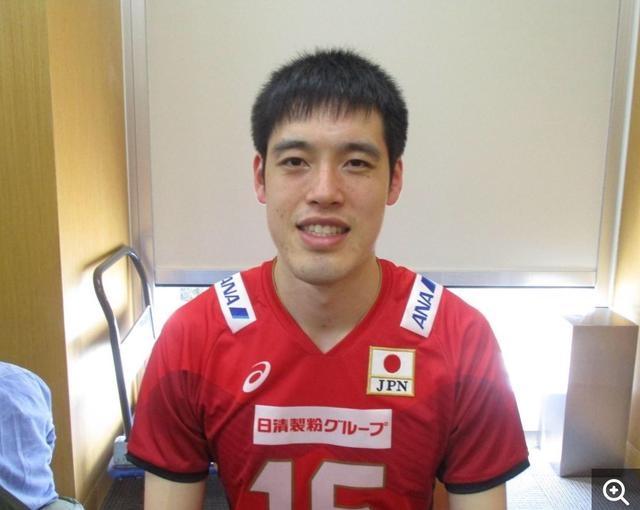 刚刚宣布因伤退出世锦赛的日本男排大将,母亲竟是中国女排前国手
